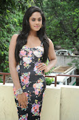 Karthika Nair latest photo shoot-thumbnail-16