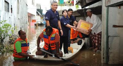 Bank Mandiri Bantu Korban Banjir