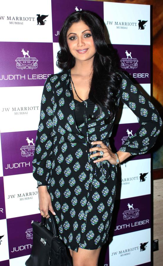 Shilpa Shetty launches Handbags! Shilpa-Shetty-At-The-Judith-Leiber-Launch-Of-Handbags-27+(2)