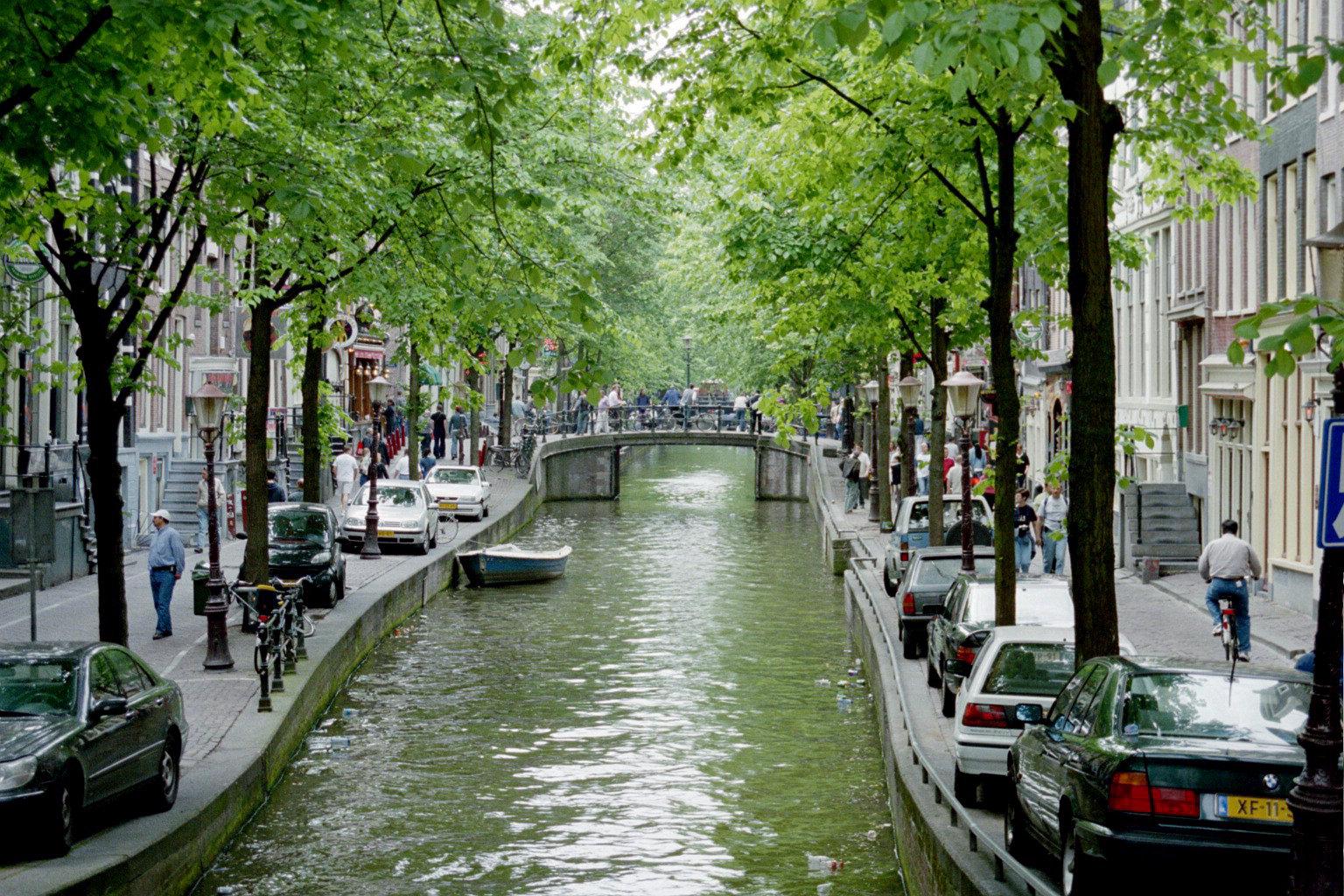 http://2.bp.blogspot.com/-KWqv6BN6MSE/TbZcVI5ue2I/AAAAAAAAAAU/MYLg9CrkPOE/s1600/amsterdam_canals12.jpg