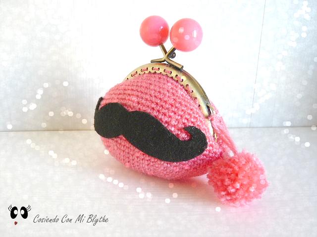 Cosiendo Con Mi Blythe: Patrón monedero de crochet... con bigote!