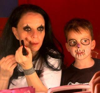 Alice Cooper reparte niños muertos Alaska_y_mario_4