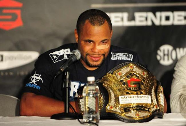 mma heavyweight fighter daniel cormier picture image