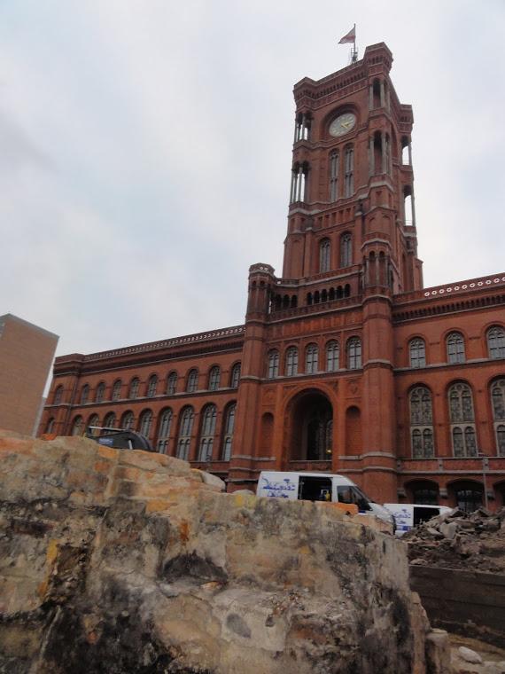 Schätze vor dem Roten Rathaus entdeckt