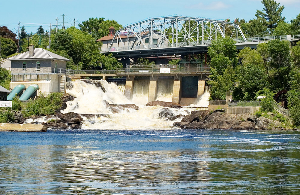 The dam, falls and power generation at Bracebridge.