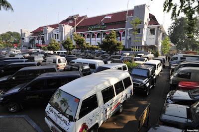 Walikota Surabaya Copot Seluruh Aki Mobil Dinas