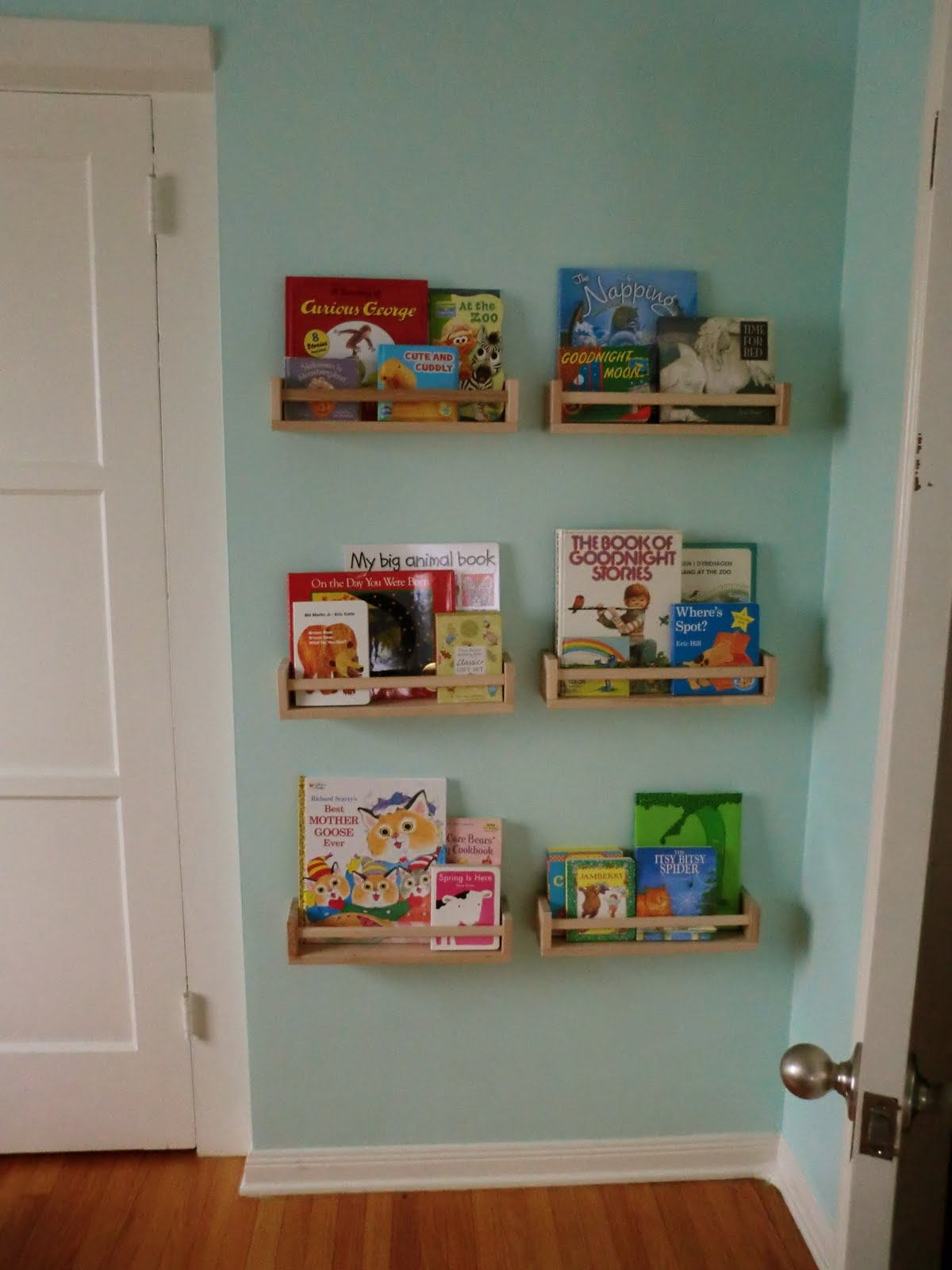 a lovely little life mini nursery library. Black Bedroom Furniture Sets. Home Design Ideas