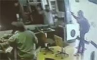 Three armed robbers loot jewellery shop in Gujarat
