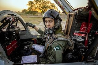 pilot berjilbab