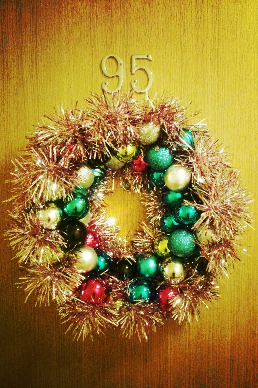 since finishing this wreath ive found much simpler ways of making a bauble wreath but i liked the challenge and heading in blind and i think it looks