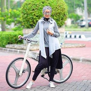 Contoh Model Baju Olahraga Muslimah Lulu Elhasbu