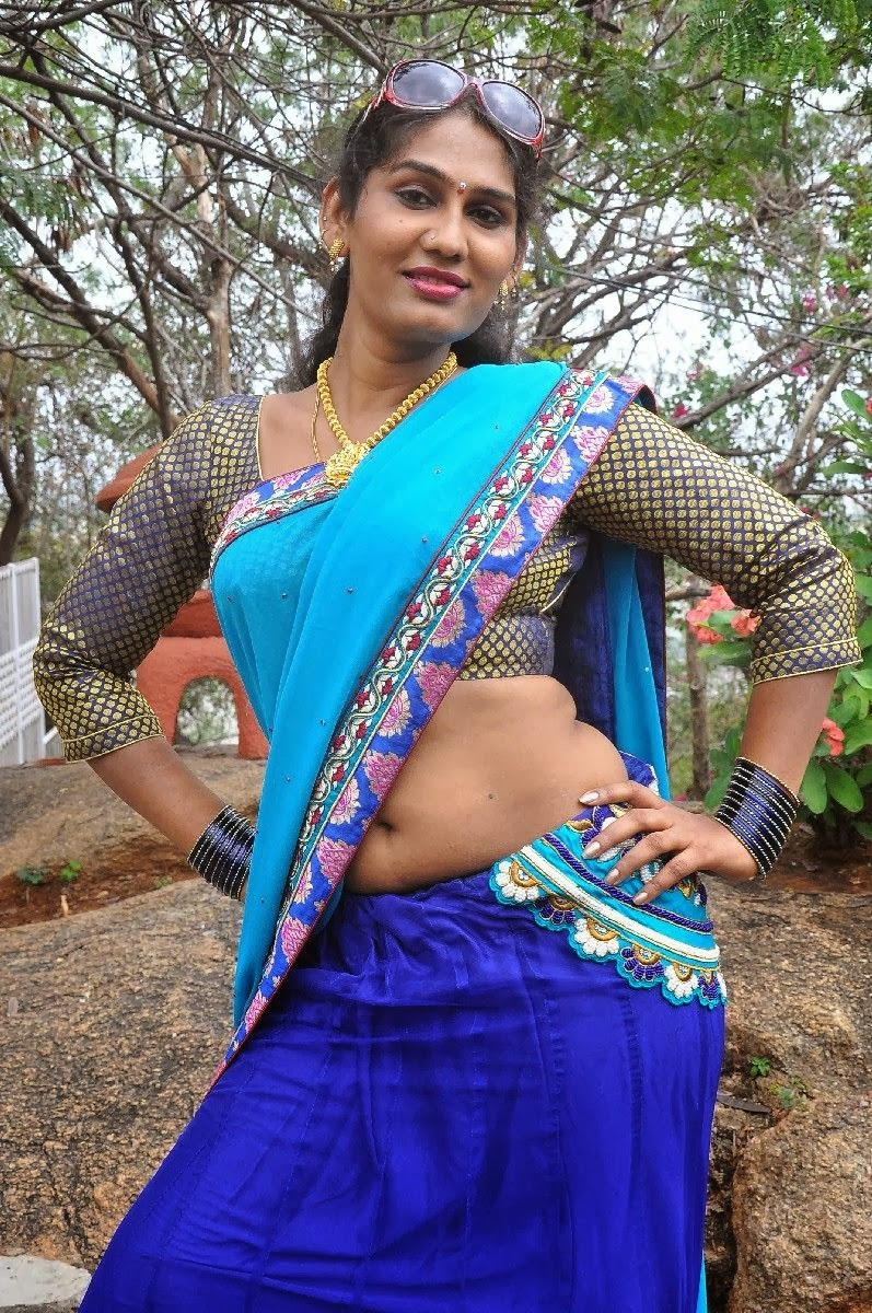 South indian cheating house wife syamala sexy saree pallu for Indian hot house