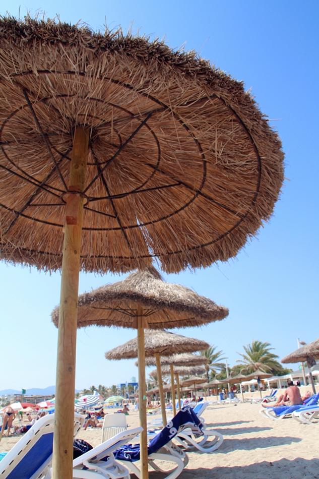 Blick über den Strand von Ciutat Jardi