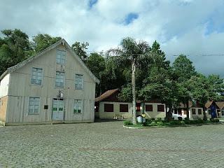 Antiga casa de madeira em estilo italiano, no Parque da Vindima, em Flores da Cunha.