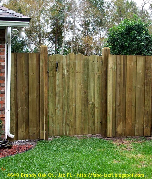 4640 Brandy Oak Court - Right Fence Gate