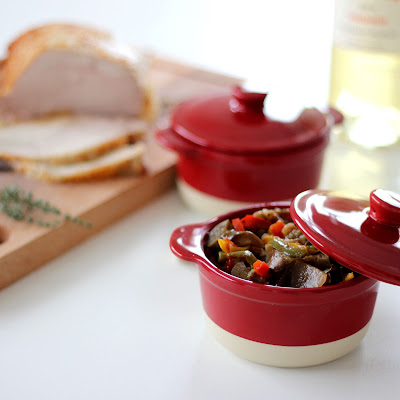 Illustration aubergines et poivrons mijotés au vin blanc