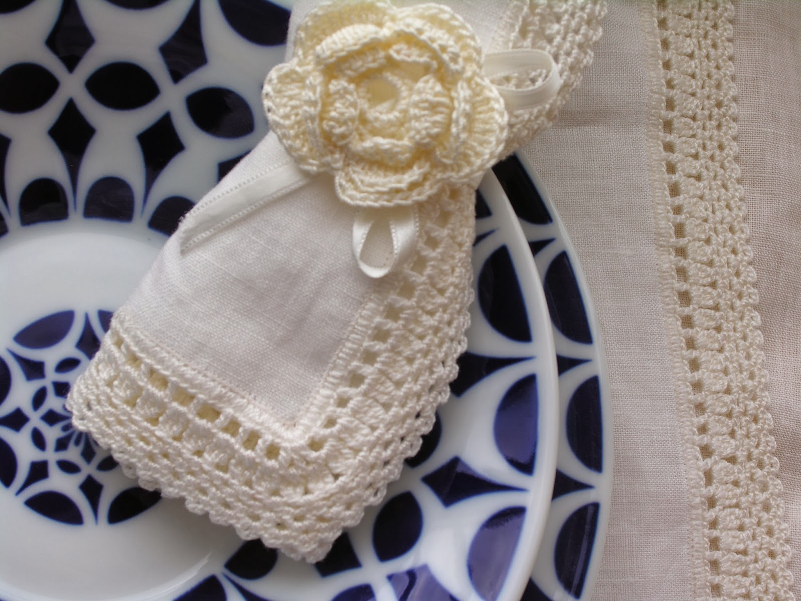 Crochet handmade mantel y servilletas de lino y crochet - Aplicaciones a ganchillo ...