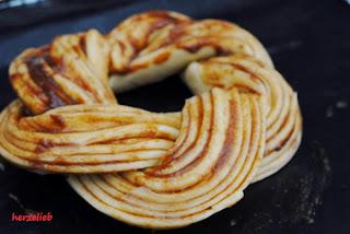 So kommt der estnische Kringel in den Ofen bei herzelieb