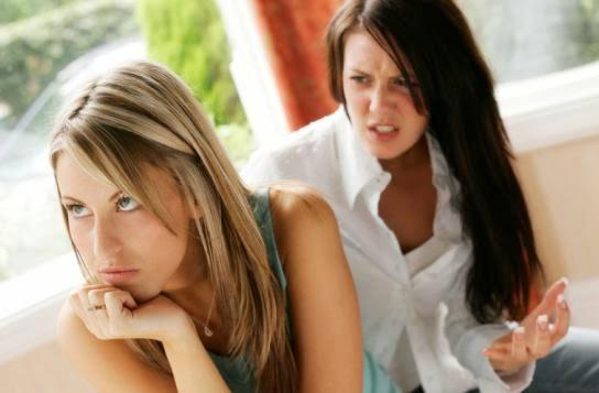 من هو الصديق العدو....وكيف تتعرف عليه - بنات صديقات اصدقاء نساء الغيرة الكره الحقد صديقة سيئة - bad friend