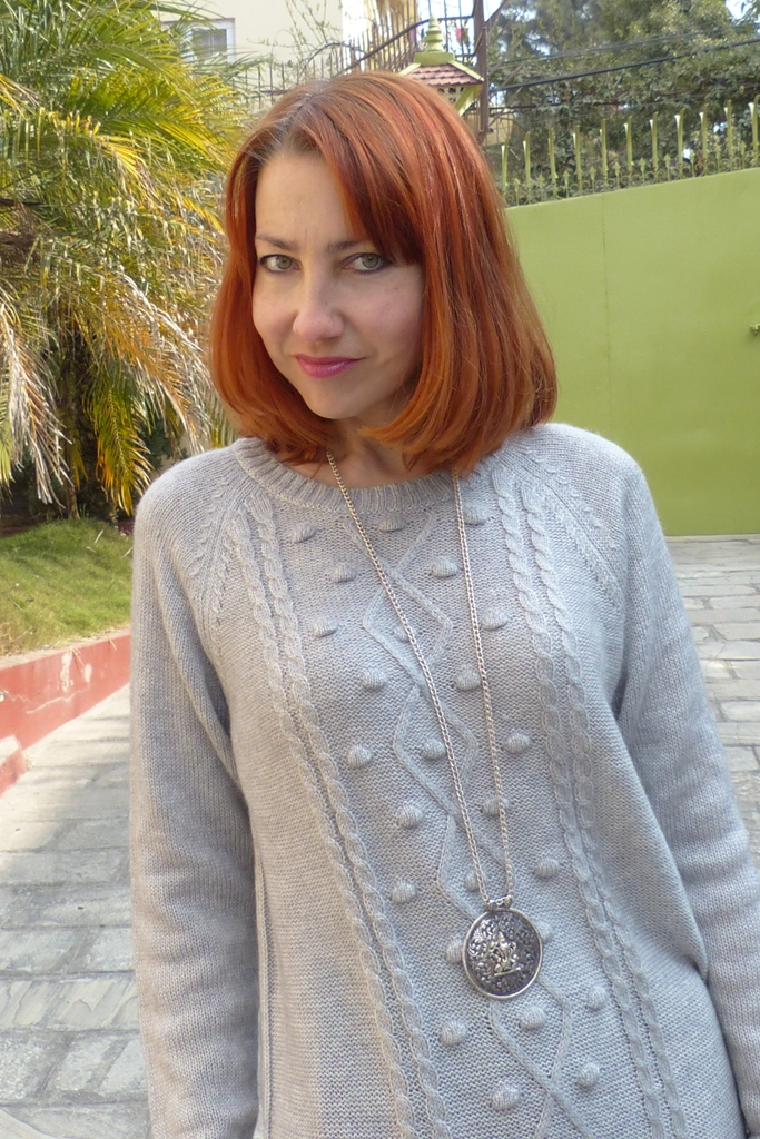 Grey sweater with geometrical details