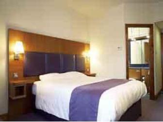 Premier inn family rooms daddacool for Premier inn family room