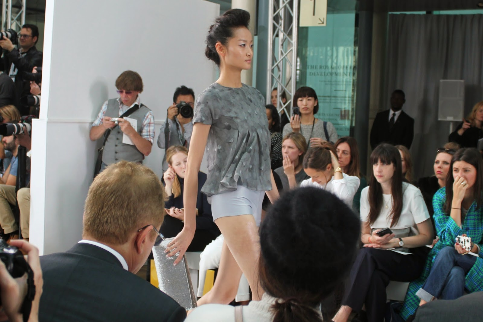 london-fashion-week-2014-lfw-DAKS-show-catwalk-spring-summer-2015-models-clothes-fashion-frow-royal-opera-house-top-shorts-feathers