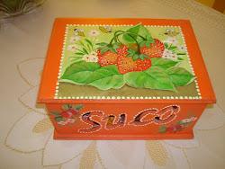 Caixa de Suco, pintada á mão.