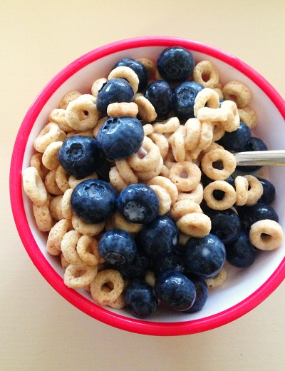 Cheerios with Blue Diamond Unsweetened Coconut-Almond Milk and Berries