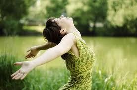 Felicidad Mujer con brazos abiertos