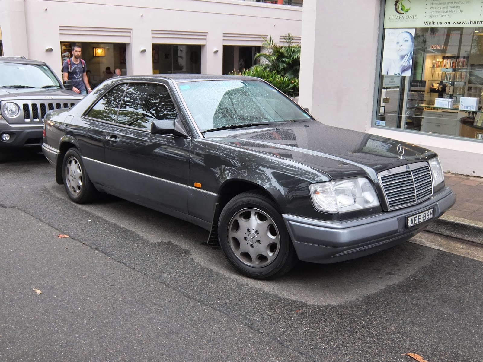 Aussie old parked cars 1996 mercedes benz w124 e 220 coupe for 1996 mercedes benz