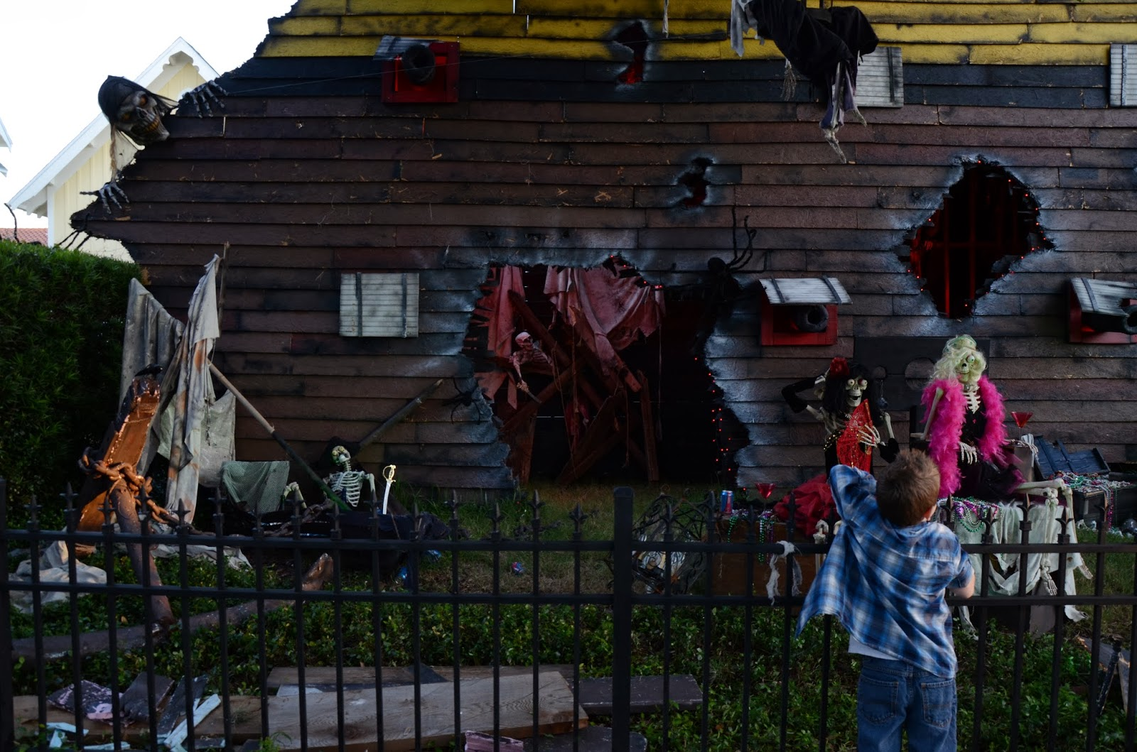 camelot art creations: over the top halloween house!!