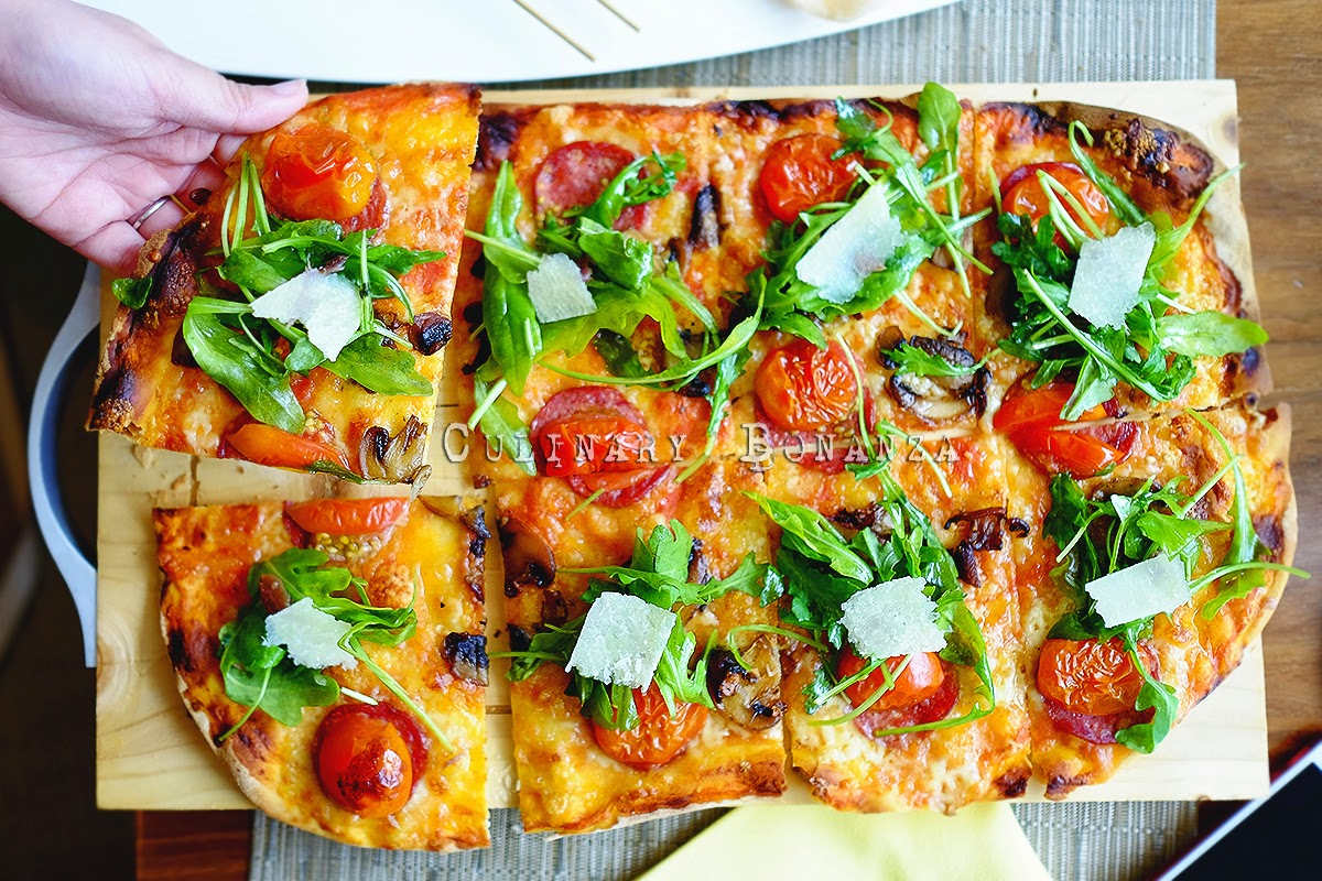 Botany Signature Pizza (pizza with pepperoni, cherry tomato, mushrooms, anchovies, salad & olive oil)