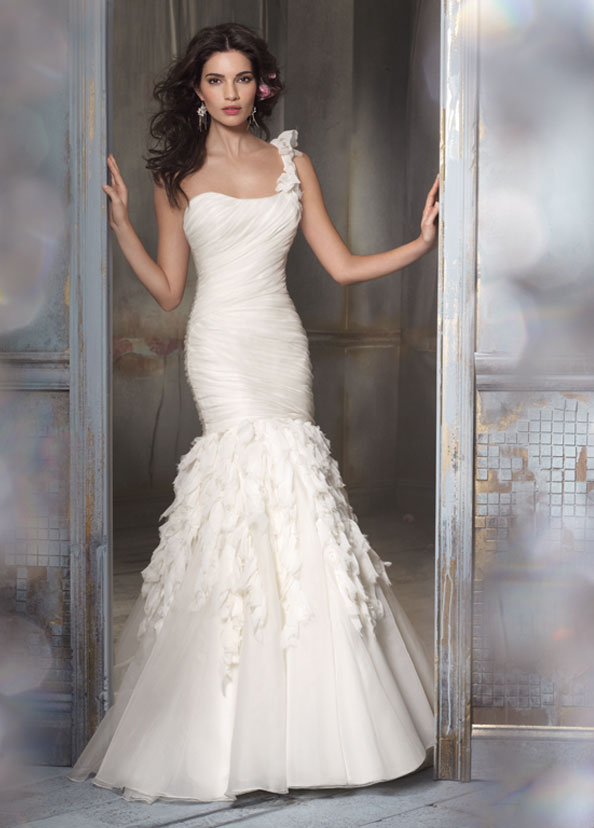 Bridal Dresses UK Add Your Charm With One Shoulder Wedding Dresses