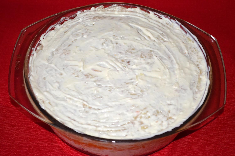 Салат Мимоза: слой картофеля смазать майонезом