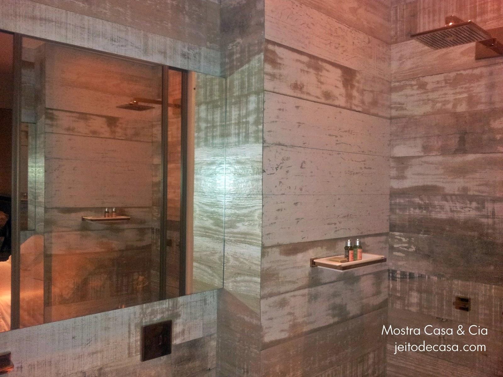 Porcelanato de madeira no banheiro! Jeito de Casa Blog de  #934F38 1600x1200 Banheiro Com Porcelanato De Madeira No Box