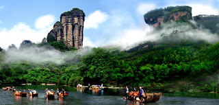 Rafting on the River, enjoy a cold summer in your China leisure vacation.