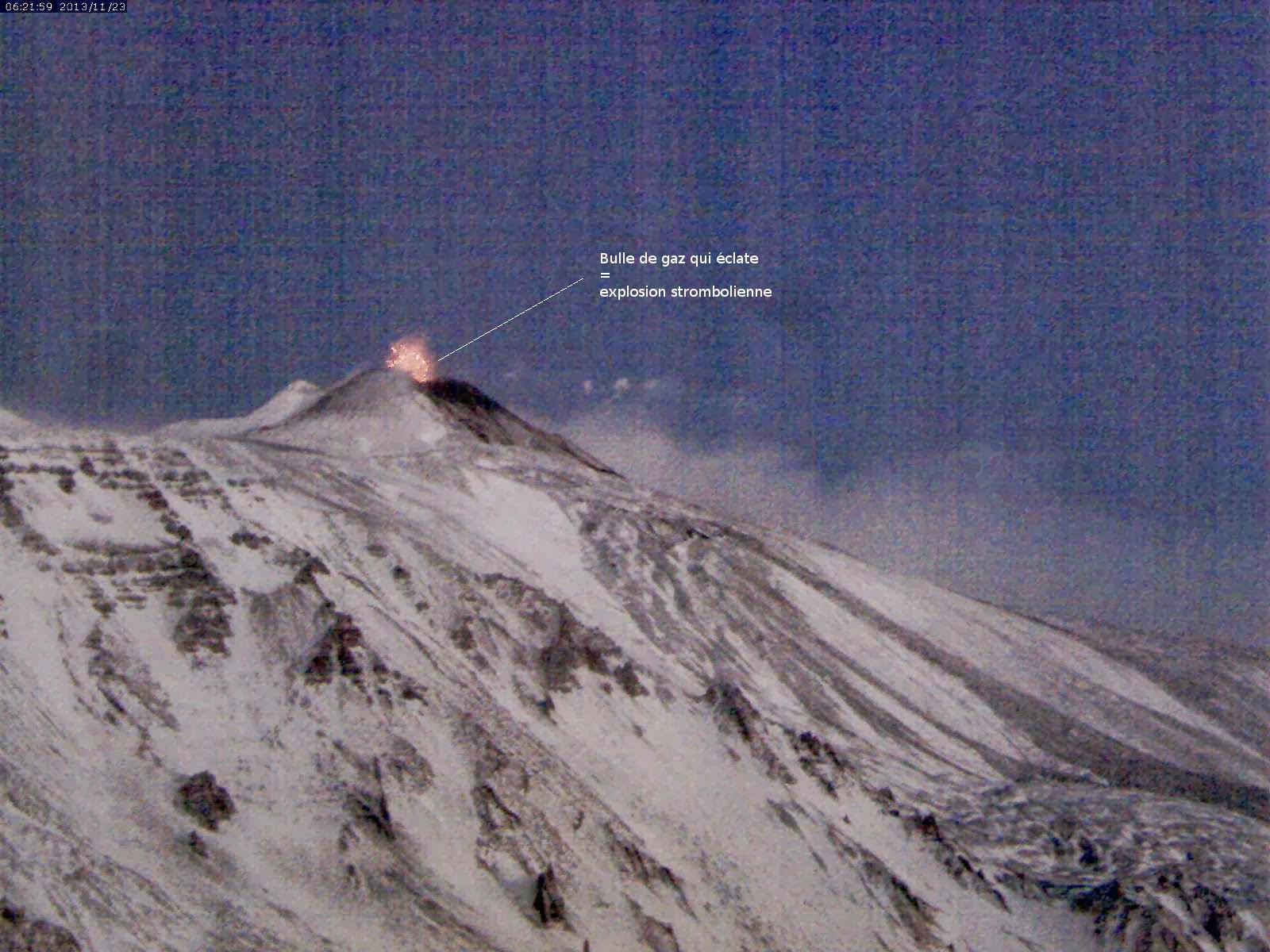 Explosion strombolienne sur le volcan Etna, 23 novembre 2013