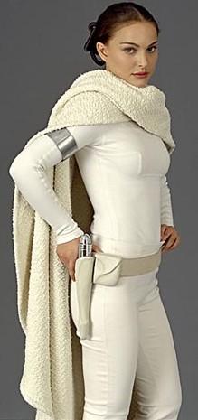 Padmé Amidala vistiendo de blanco