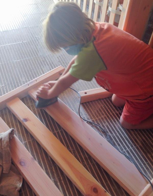 Tres pompones c mo pintar muebles for Pintar muebles barnizados