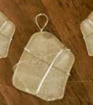 http://manualidadesreciclables.com/14998/como-engarzar-con-alambre-una-piedra