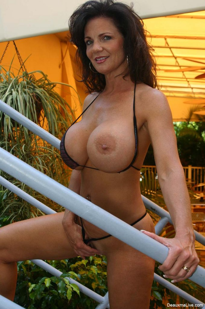Texas cougar deauxma goes down on mature milf janetmason 9