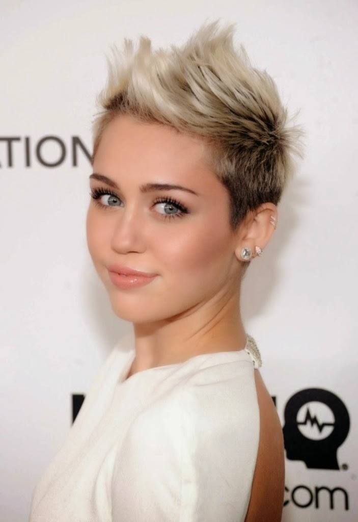 Miley Cyrus Retrospecto in Life