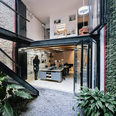 Vertical Garden Di Tengah Ruangan Kantor 7