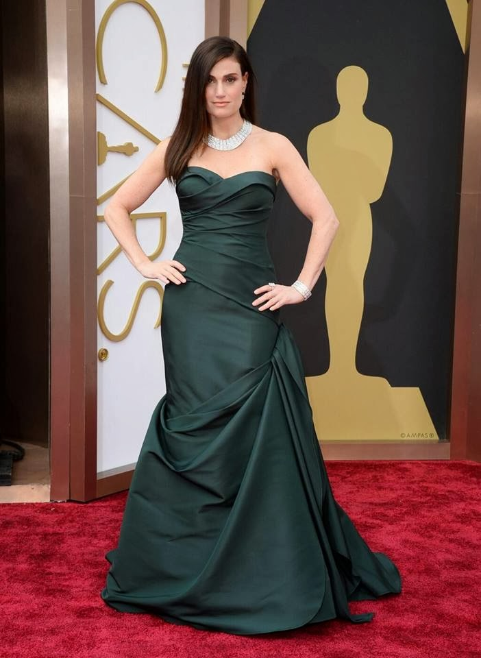 Idina Menzel In An Emerald Strapless Vera Wang Gown