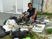 Paulo Sérgio encontra no lixo um meio de sobrevivência