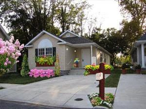 Design small house with beautiful landscaping | Outdoor ...