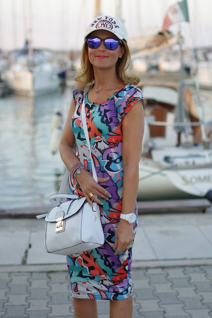 summer outfit, graffiti dress, vero moda graffiti dress, Asos white bag, fashion and cookies, fashion blogger