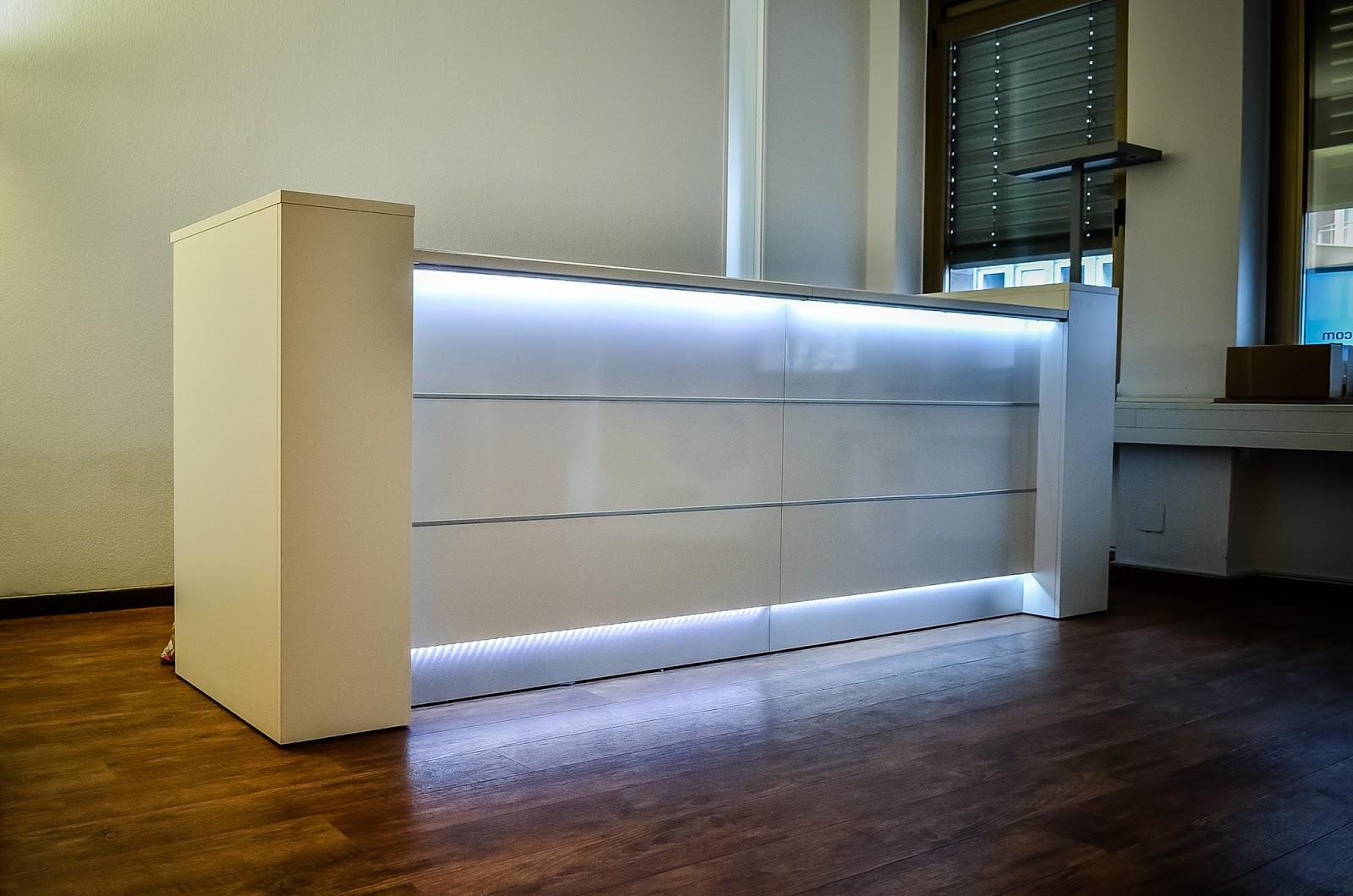 colour up your office wei er tresen mit beleuchtung bei virtualnights in essen empfangstheken. Black Bedroom Furniture Sets. Home Design Ideas