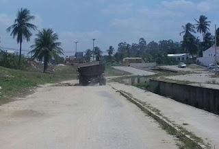 S.O.S GUARABIRA PREFEITURA MUNICIPAL ABANDONA O CANAL DO JUÁ AO LIXO, MOSQUITOS, BARATAS E BURACOS