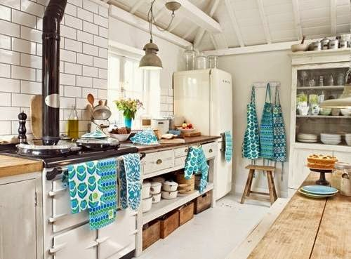 tag re suspendue plafond cuisine 20170701125949. Black Bedroom Furniture Sets. Home Design Ideas